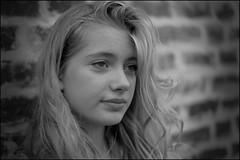 Leo_5559 (SAS Photographie) Tags: portrait blackandwhite bw brick girl outside 50mm eyes nikon dof noiretblanc wand flash 14 gimp nb blond blonde sw augen nikkor blitz schwarzweiss fille vignette mädchen afs strobe draussen dehors ziegel d610 strobist geeqie darktable