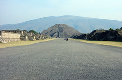Avenue of the Dead, looking north to the Pyramid of the Moon, Teōtīhuacān