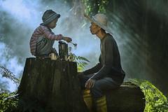 MIA_5360c (yaman ibrahim) Tags: old portrait mist kid smoke palm smoking suluk nikond4 tausug
