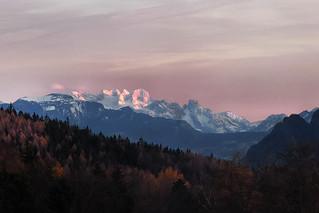 The last sunbeams on the highest mountain peaks