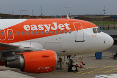 G-EZDM Airbus A319-111 Easyjet close up (R.K.C. Photography) Tags: uk england closeup aircraft bedfordshire porto airbus luton easyjet airliners a319 ltn a319111 londonlutonairport eggw gezdm canoneos100d