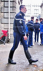 "bootsservice 10 5381 (bootsservice) Tags: armée army uniforme uniformes uniform uniforms cavalerie cavalry cavalier cavaliers rider riders cheval horse bottes boots ""ridingboots"" weston eperons spurs equitation gendarme gendarmerie militaire military ""garde républicaine"" paris"