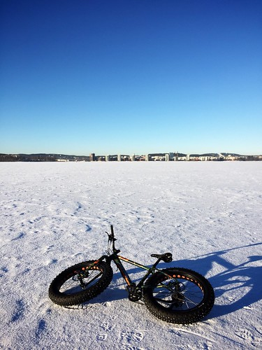 Fatbiking on ice 2