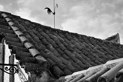 DSC_0076 (Enriquehg2016) Tags: pueblo tejas tejado veleta casa choza poblado caserón rústico calle village roofs roof weathervane house hut town townhouse rustic street