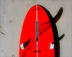 Mc Tavish Red (flowrwolf) Tags: 3boldcolourfor117in2017 117picturesin2017 117in2017 boldcolour red redsurfboard bobmctavishsurfboard beach sand board surfboardwithfins surfboardfins 3fins inverlochau inverlochbeach atthebeach bytheocean bright vivid lonesurfboard outdoor outdoors outside catchycolour brightred flowrwolf