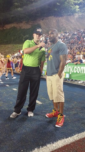 """Ahmad Bradshaw cheering the G-Men of Graham High on, with The Great American Rivalry Series. Good interview Nick! • <a style=""""font-size:0.8em;"""" href=""""http://www.flickr.com/photos/134567481@N04/20777152930/"""" target=""""_blank"""">View on Flickr</a>"""