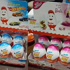 พร้อมส่ง Kinder JoyหรือKinder Serprise ชอคโกแลตไข่ ด้านในบรรจุของเล่นที่เป็นของสะสมสุดฮิต   -Hot Wheels รถ -Barbie บาร์บี้  ราคาพิเศษ กล่อง 24 ลูก กล่องละ 1,440-. +EMS 80-.