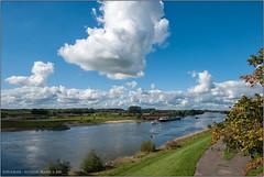 IJssel vanaf de spoorbrug (Hans van Bockel) Tags: park photoshop nikon raw nef natuur d200 brug stad deventer ijssel landschap wandeling uiterwaarden worp dng bruggen binnenstad plantsoen 1024mm