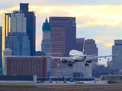 Boston dusk arrival (Flame1958) Tags: boston atc jetblue hyatt loganairport bos bostonloganairport embraer airtraffic 1015 bostoncity 2015 bostonlogan e190 kbos n281jb jetbluee190 171015 hyattloganairport logandusk dusklogan hyattbostonlogan hyattlogan loganhyatt