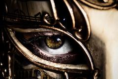 The eye of the mask (D_G.) Tags: vintage bokeh bleach persone dettagli venezia occhio maschera sfocato manuallens ciglia