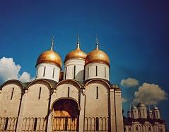 (Fab P.) Tags: architettura allaperto cupole volte moscow mosca russia sky blu white monument art arte monumento chiesa church clouds nuvole gold sun sole hot