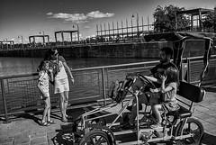 Montreal, Quebec, Canada, 2015. (Luis Miguel Torres Manchola) Tags: street streetphotography bw blackwhite blackandwhite montrealquebec canada jetée jetty children parents leica m240 leicam240 leicasummarit35mmf24