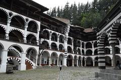 2015_Rila_4396 (emzepe) Tags: building yard court wooden nice courtyard structure inner monastery rila fa augusztus bulgarie udvar 2015 bulgarien nyr bels plet  folyos szp    bulgria kolostor fbl csolt faszerkezet rilai