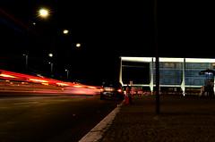 (lincoln koga) Tags: city light red luz braslia branco brasil night dark 50mm df capital diagonal vermelho lugares carros lincoln noite urbano perspectiva luzes tempo passeio seiji momentos olhares bsb longaexposio f12 cidades longa desfoque koga composio desfocado anoite trajeto lincolnkoga fulga d7000 lincolnseijikoga novoslugares novosolhares nikond7000 movimentodesfocado