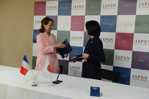 signature  accord entre Ségolène ROYAL et son homologue japonaise