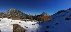 Headlight Basin (Sean Munson) Tags: panorama snow mountains landscape washington hiking stuart nationalforest hiker larch alpinelakeswilderness mtstuart mountstuart alpinelakeswildernessarea ingallswaytrail ingallsway okanoganwenatcheenationalforest trail1360 ingallswaytrail1360