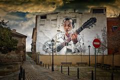 Guitarrista (JC Arranz) Tags: españa cielo graffiti navarra arquitectura ciudad nubes edificio arte guitarra casco antiguo fachada guitarrista tudela nikond3200