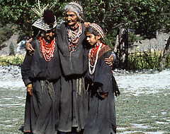 DONNE KAFIRE (ADRIANO ART FOR PASSION) Tags: pakistan 1984 kafiri kafiristan donne costume women