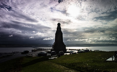 The Law (daedmike) Tags: scotland dundee tayside law hill silhouete shadow sun clouds tayriver taybridge cars monument wwii peak summit city memorial contrejour