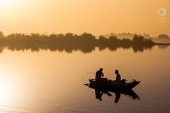 Sunrise in Nile (Crusat) Tags: travel people travelling fog sunrise river boat fishing nikon barco foggy earlymorning egypt viajes egipto goodmorning turismo viajar pescadores pescando nilo nileriver buenosdias travelphotography d7100 rionilo crusat fotografiadeviajes