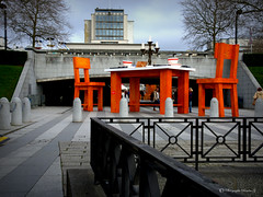 Brest, La table est mise ! (Sandra Casu.G) Tags: christmas xmas city orange art statue table town grande photo reflex construction chair nikon triangle place sandra image couleurs centre plan bretagne center montage saturation brest contraste mm merry fte nol bol paysage rue vignettage technique occasion gant vue couleur ville dcoration mairie dco artiste superposition arrire objectif couvert rflex naturel scne mise valeur 1685 slection casu occasionnel thatral slective casug