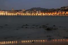 Donostia Ondarretatik (Mirenmil) Tags: costa ciudad mar playa hora azul donostia