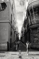 four people (Perspektivenwechsel / Fotografie Sabine Werfel) Tags: monochrom street cadiz