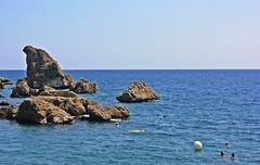 Escenario (Campanero Rumbero) Tags: antalya turquia turkey day dia travel turismo trip oceano ocean rocas summer verano turistas mar escenario