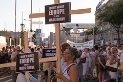 """photoset: Demonstration """"Mensch sein in Österreich. Für menschliche Verhältnisse in Traiskirchen"""" (Treffpunkt Westbahnhof, 31.8.2015)"""