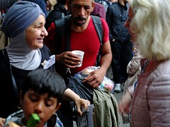Refugee Arriving in Vienna From Train (Joshua Zakary) Tags: vienna poverty people children war refugees volunteers aid trainstation conflict syrians