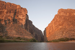Santa Elena Canyon sunrise (JR-pharma) Tags: road park trip usa southwest west classic nature america canon french liberty eos 1 nationalpark big october texas bend mark tx south united roadtrip september national libert 5d canon5d states parc printemps bigbendnationalpark franais southwestern bigbend aventure 2015 canoneos5d parcnational bigbendnp photoroadtrip parcnationaux jrpharma