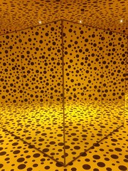 Kusama spots, yellow