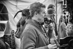 (Bonny van Straten) Tags: street blackandwhite dog oktober man blackwhite nikon belgium belgie zwartwit streetphotography hond antwerp antwerpen d300 vrijdagmarkt 2015 antiquemarket straatfotografie nikond300
