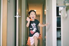 Running Girl (Yoshinobu Kimura) Tags: smile kids children daughter run 笑顔 娘 走る こども