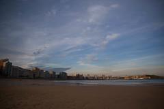 Colores del Amanecer (Dawn Colours) (Dibus y Deabus) Tags: city sky espaa beach clouds canon dawn spain gijn ciudad asturias playa amanecer cielo nubes gijon 6d playadesanlorenzo