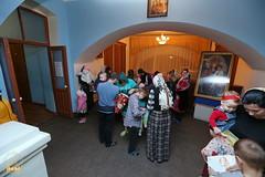 12. Humanitarian assistance for refugees at Svyatogorsk Lavra / Раздача гуманитарной помощи беженцам Лавры