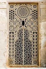 Oriental window decoration (hapePHOTOGRAPHIX) Tags: kairo ägypten 818egy africa afrika cairo egipto egypt elcairo fenster mezquitadesultánhasan mosqueofsultanhasan nikond2x object sultanhasanmoschee hapephotographix ventana window áfrica dsplyys