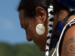 DSC_1262_v1 (Pascal Rey Photographies) Tags: powwow portraits portrait firstnativepeople ornans25290 nativeamerican indiens amerindiens digikam digikamusers linux ubuntu opensource freesoftware danseaveclaloue pineridgeenfancesolidarité france fra