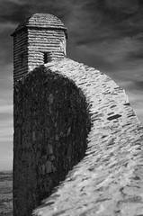 Sentinela (Carla Robalo Martins) Tags: marvão alentejo portugal castelo castle muralhas walls pedra stone pb bw