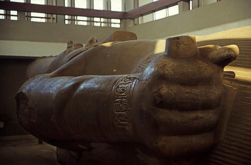 "Ägypten 1999 (592) Kairo: Ramses II.-Kolossalstatue, Memphis • <a style=""font-size:0.8em;"" href=""http://www.flickr.com/photos/69570948@N04/31162301084/"" target=""_blank"">View on Flickr</a>"