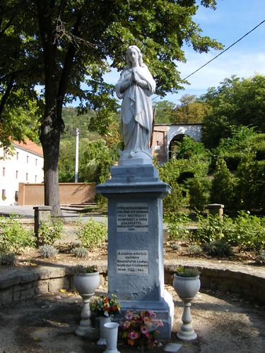 Máriagyűd, Mária-szobor