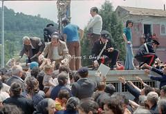 Gimigliano (CZ), 1974. Pellegrinaggio e festa per la Madonna di Porto: la traslazione del quadro. (Fiore S. Barbato) Tags: italy calabria catanzaro gimigliano madonna porto festa pellegrinaggio madonnadiporto fiume corace santuario costantinopoli