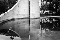 Memorial Getúlio Vargas (Pablo.Barros) Tags: brasil brazil cidade city cityscape dowtown landscape paisagem paisagemurbana pordosol riodejaneiro southamerica sunset urban urbano blackandwhite monumento getuliovargas américadosul streetphotography