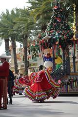 Disney Viva Navidad Street Party (Narwal) Tags: disneyland anaheim ca california usa 美國 加州 迪士尼 樂園 disney adventure dca paradise pier viva navidad street party
