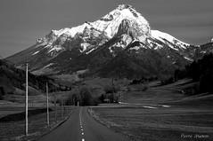 Follow the line #2 (70mm version) (Pierrotg2g) Tags: montagne mountain alpes alps neige snow sommet summit paysage landscape nature bw nb pnr bauges savoie nikon d90 tamron 70200