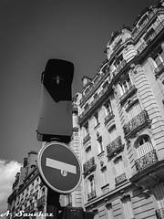 Electrolyte (El que retrata) Tags: light paris france building traffic drivers charges electrolyte arcchitecture