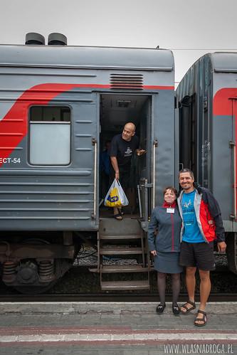 Szymon z kierowniczką pociągu