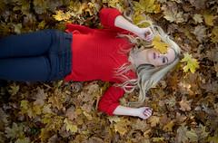 Julia-Pia (ecker) Tags: autumn portrait woman fall leaves automne linz leaf outdoor laub herbst naturallight portrt portraiture otoo frau blatt leafs bltter autunno autumnal liegen avaliablelight liegend herbstlich umgebungslicht juliapia