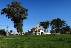 La Isla (TerePedro) Tags: naturaleza church arquitectura exterior iglesia asturias rbol santamaria eglise colunga laisla tona santamara