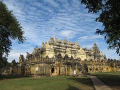 "Inwa: le monastère en brique Maha Aungmye Bonzan <a style=""margin-left:10px; font-size:0.8em;"" href=""http://www.flickr.com/photos/127723101@N04/22868141219/"" target=""_blank"">@flickr</a>"